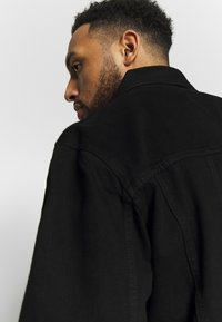 Common Kollectiv - PLUS DISTRESSED JACKET - Denim jacket - black - 3