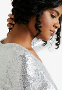 Nly by Nelly - SEQUIN WRAP GOWN - Gallakjole - silver - 3