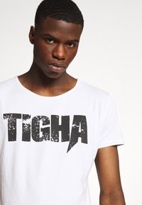 Tigha - TIGHA LOGO SPLASHES - Print T-shirt - white - 4