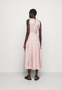 3.1 Phillip Lim - SLEEVELESS BELTED MAXI DRESS - Robe d'été - light blush - 2