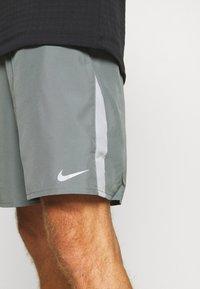 Nike Performance - RUN SHORT - Short de sport - smoke grey - 3