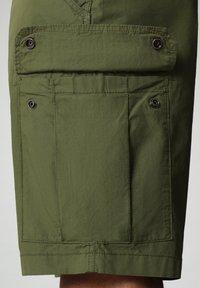 Napapijri - NOTO - Shorts - green cypress - 3