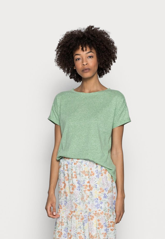 CLOUDY - Basic T-shirt - leaf green
