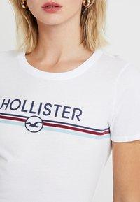 Hollister Co. - BABY TEE - T-shirt imprimé - white - 4