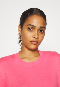 Tommy Jeans - FINE CREW NECK SWEATER - Jumper - glamour pink - 3