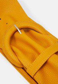 Pieces - PCANDREA WAIST BELT - Waist belt - mustard gold - 2