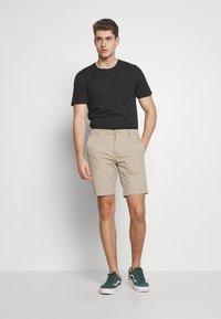 Levi's® - XX CHINO TAPER SHORT II - Shorts - microsand - 1