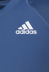 adidas Performance - CLUB TEE - T-shirt med print - blue/white - 2
