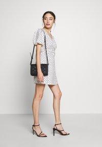 Forever New Petite - DRESS - Sukienka letnia - white/black - 2
