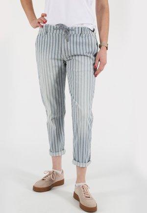 INES BOYFRIEND - Relaxed fit jeans - hellblau