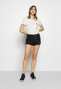 Calvin Klein Jeans - CK EMBROIDERY REGULAR SHORT - Shorts - black - 1