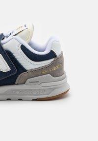 New Balance - IZ997HHE UNISEX - Sneakers - navy - 5
