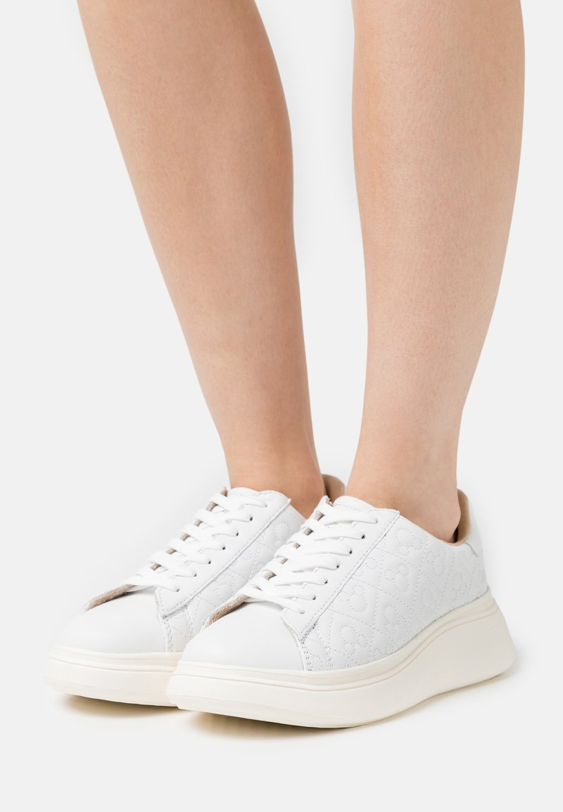 MOA - Master of Arts - DOUBLE GALLERY - Trainers - white