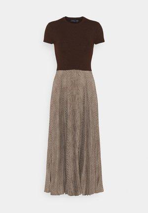PAPA SHORT SLEEEVE DAY DRESS - Jumper dress - brown