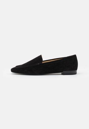 CLEO - Nazouvací boty - black