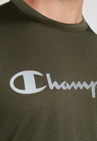 Champion - CREWNECK RUN - Print T-shirt - dark green - 6