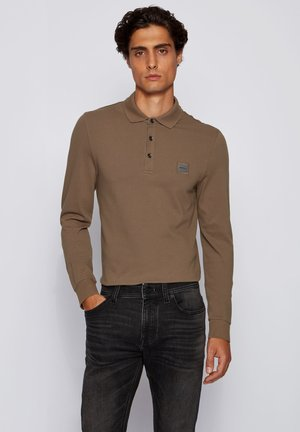 PASSERBY - Polo shirt - khaki