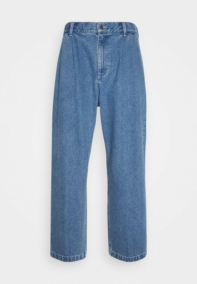 FUBAR PLEATED BULL - Jeans baggy - light indigo