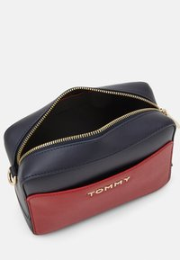 Tommy Hilfiger - ICONIC CAMERA BAG  - Across body bag - red - 2