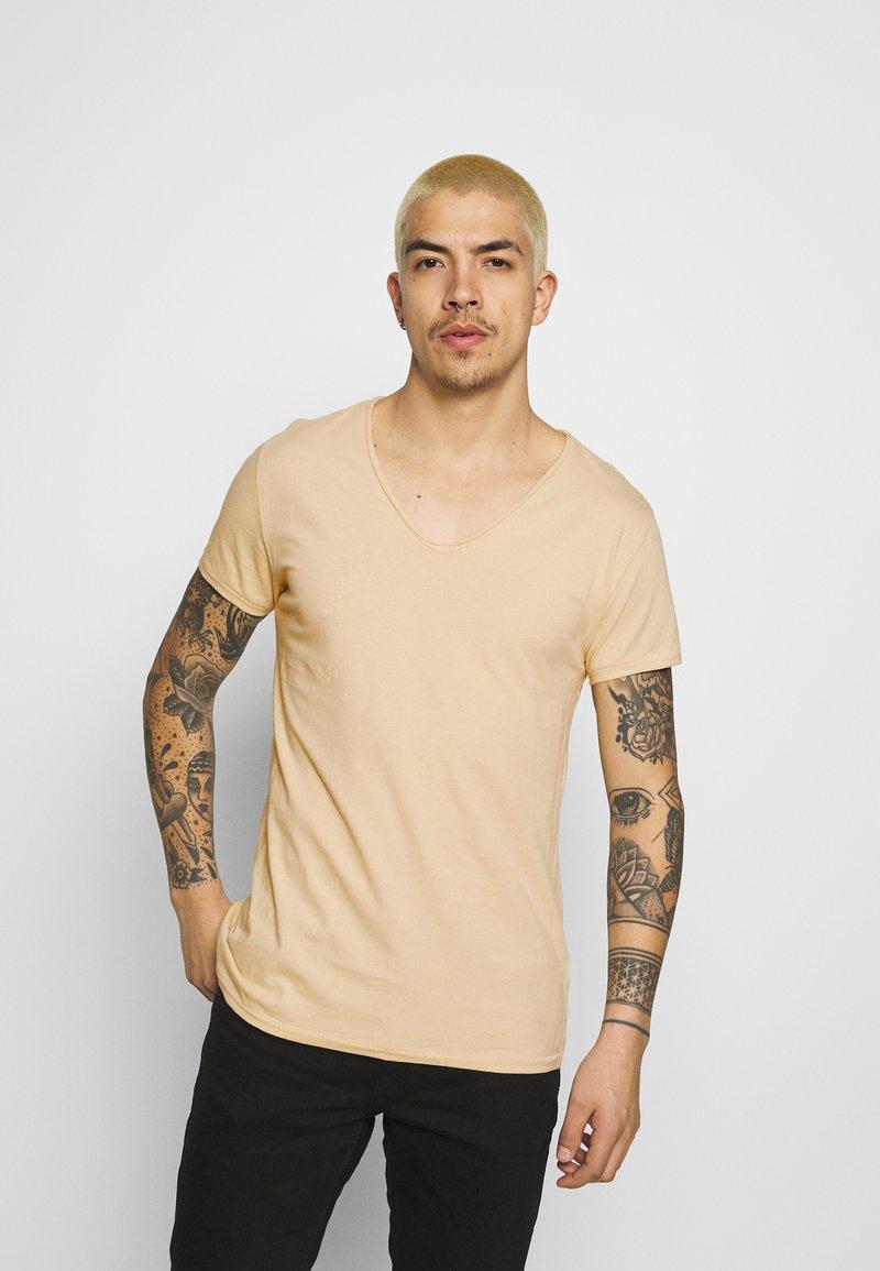 Tigha - MALIK - Basic T-shirt - desert sand