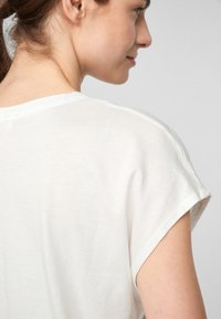 s.Oliver - KURZARM - Print T-shirt - off-white - 4