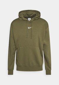 REPEAT HOODIE - Sweatshirt - medium olive/(white)