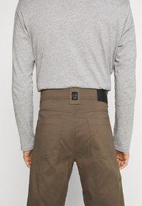 Wrangler - ALL TERRAIN GEAR UTILITY PANT - Cargo trousers - morel - 5