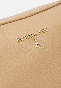 Patrizia Pepe - BORSA - Sac bandoulière - pompei beige - 4