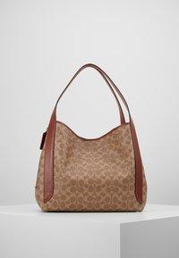 Coach - COATED SIGNATURE HADLEY  - Handbag - tan rust - 2