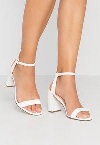 Dorothy Perkins - SHIMMER BLOCK - Sandaler med høye hæler - white - 0