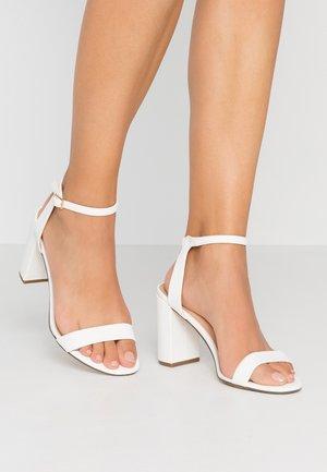 SHIMMER BLOCK - Sandály na vysokém podpatku - white