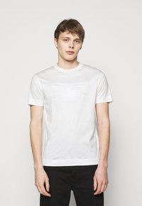 Emporio Armani - Print T-shirt - white - 0