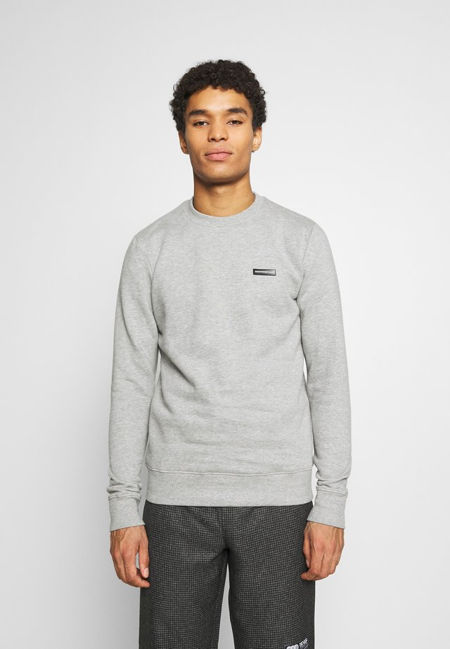 FITTED ESSENTIAL WITH RUBBER BADGE - Sweater - grey