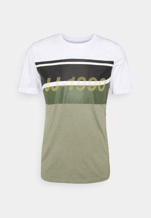 JCORESIST TEE CREW NECK  - Camiseta estampada - oil green