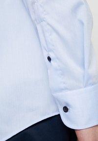 Eterna - SLIM FIT - Formální košile - light blue - 4