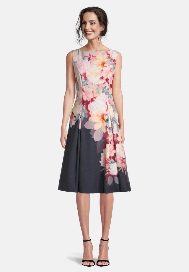 MIT KELLERFALTEN - Day dress - grey/rosé