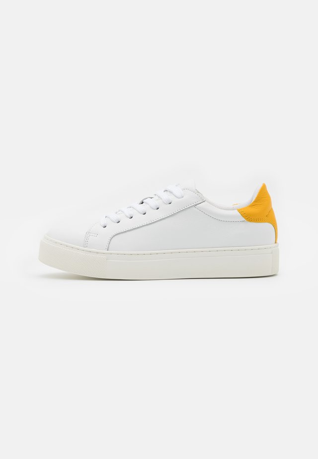 SLFDONNA NEW CONTRAST TRAINER - Sneakers laag - citrus