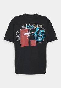 Converse - BASQUIAT ELEVATED TEE UNISEX - Camiseta estampada - black - 3