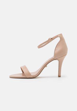 WIDE FIT MYDRO - Højhælede sandaletter / Højhælede sandaler - nude