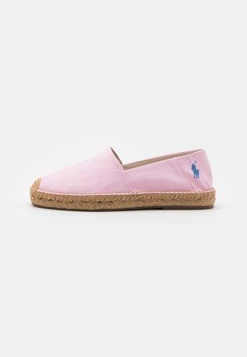 CEVIO SLIP - Espadrillot - carmel pink/blue