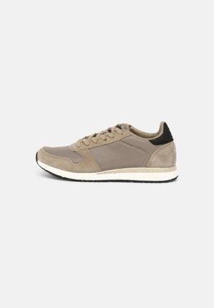 YDUN FIFTY - Sneakersy niskie - silver mink