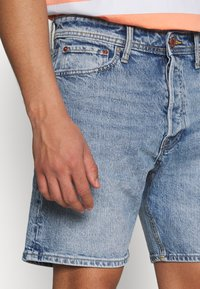 Jack & Jones - JJICHRIS JJORG  - Denim shorts - blue denim - 3