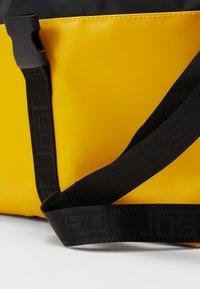 Jost - TOLJA SHOULDER BAG - Axelremsväska - yellow - 6