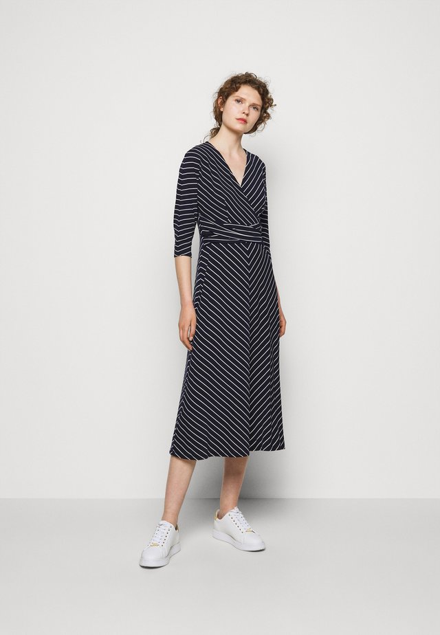 MATTE DRESS - Sukienka z dżerseju - navy/colonial