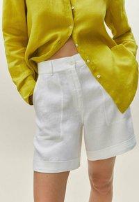Massimo Dutti - Shorts - white - 1