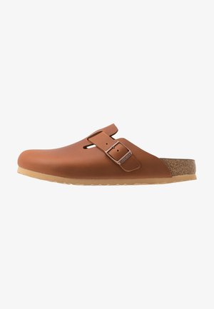 BOSTON NARROW - Pantuflas - antique pull cognac