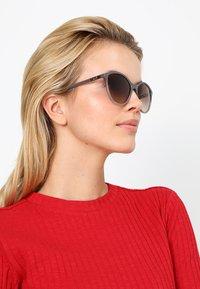 VOGUE Eyewear - Sluneční brýle - opal grey/gradient grey - 1