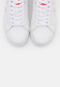 Fila - CROSSCOURT 2 - Trainers - white/spiced coral - 5