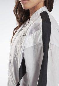 Reebok - STUDIO HIGH INTENSITY JACKET - Short coat - sterling grey - 4