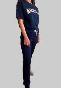 Mottele - CONJUNTO AMOUR - Pantalones deportivos - azul marino - 3
